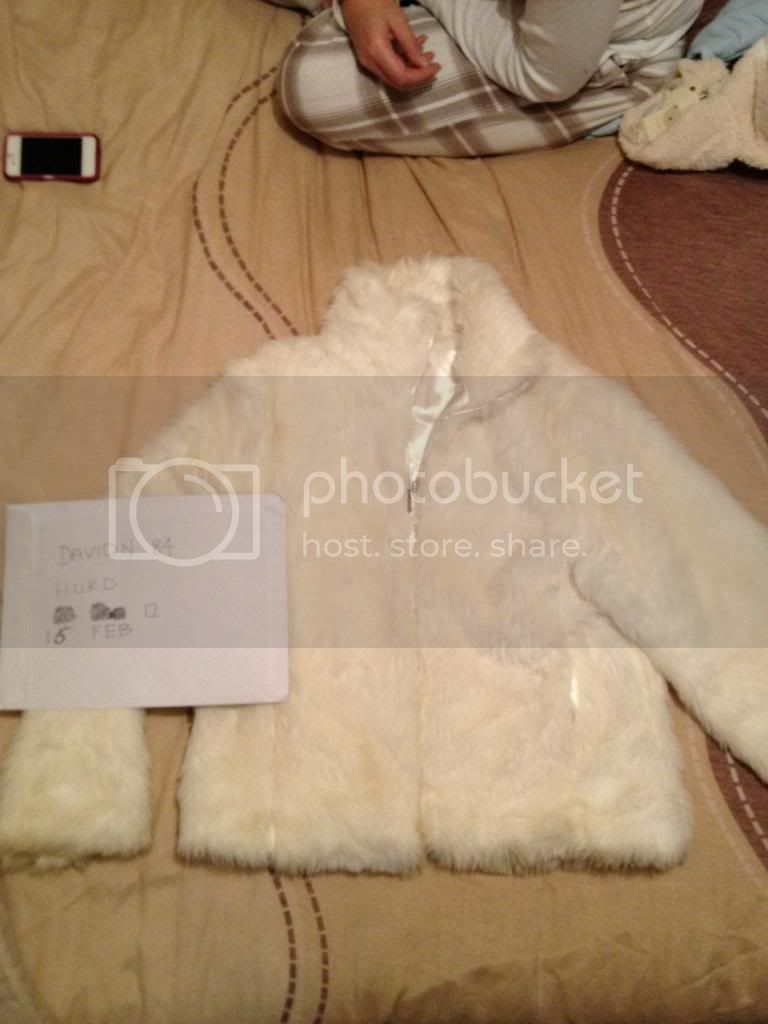 http://i791.photobucket.com/albums/yy191/davidn84/FakeFurCoat.jpg